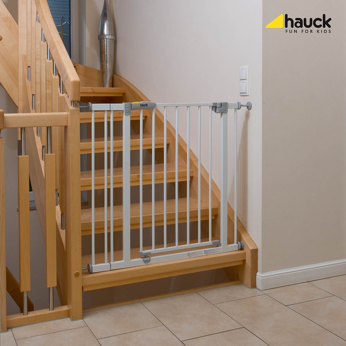 Hauck drošības vārtiņi trepēm 74 - 81,5 cm - Open and Stop Safety Gate